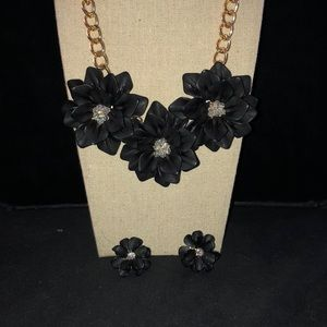 Jewelry - Handmade black flowered necklace with earrings